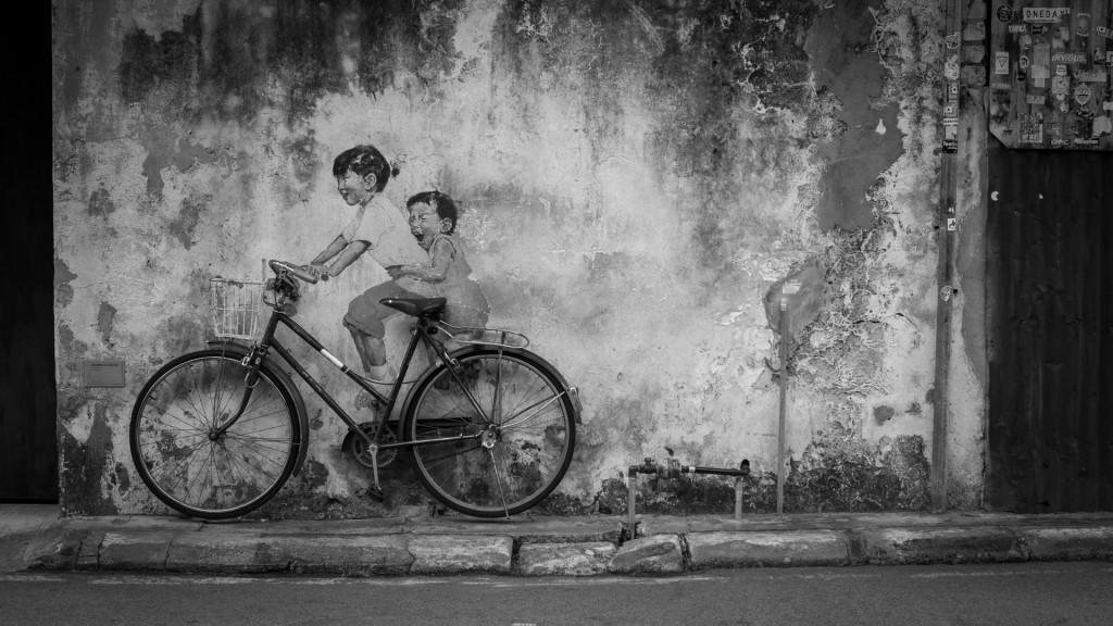 Kinder auf einem Fahrrad