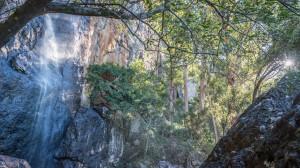 Am Fuss des Wasserfalls